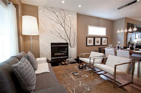 wohnzimmer quadratisch einrichten couchtisch aus acrylglas passt zu jeder wohnzimmereinrichtung
