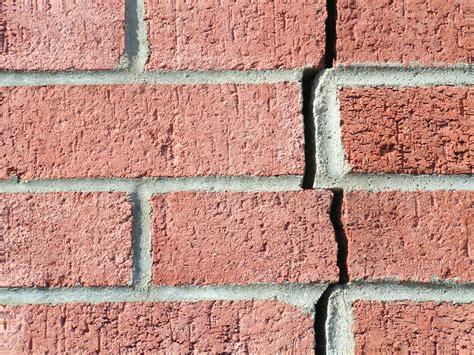 r 233 paration de murs fissur 233 s faites r 233 parer vos murs de