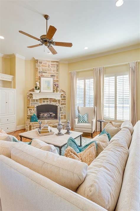 Bright Yellow Walls Living Room - best 25 pale yellow walls ideas on yellow