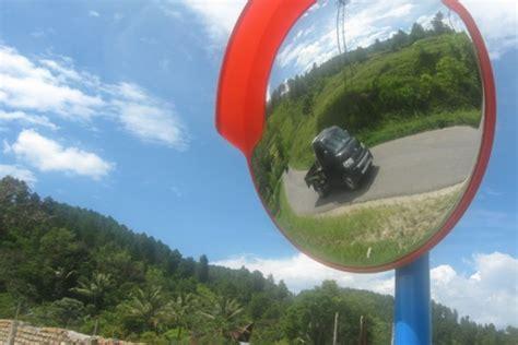 Cermin Cembung Tikungan cermin cembung untuk keselamatan lalu lintas antara news sumatera utara