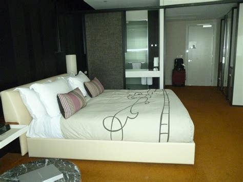 looking for room in melbourne looking to entrance picture of crown metropol melbourne