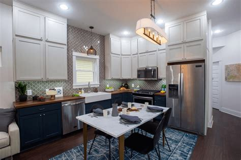 applying  small kitchen  dining room combo