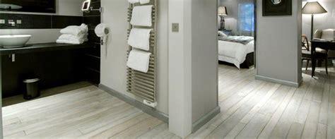 Badezimmer Fliesen Deckenhoch by B 228 Der Wellnessbereiche Fliesen Sanit 228 R Aus Einer