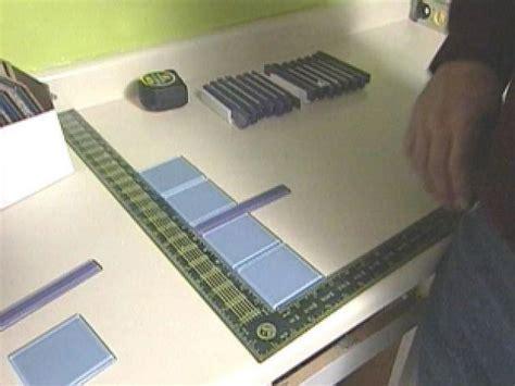 Installing a Glass Tile Backsplash in a Kitchen   how tos