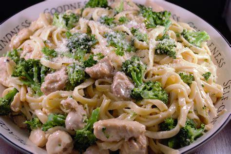 fettuccine alfredo chicken and broccoli fettuccine alfredo