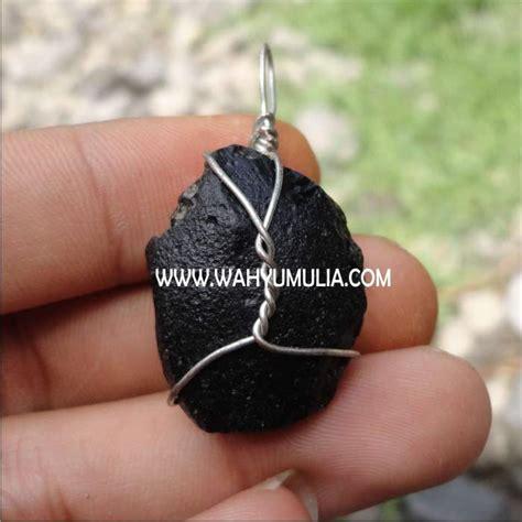 Batu Satam Meteorit Billitonite liontin batu satam tektit meteor kode 188 wahyu mulia