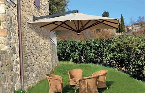 ombrelloni per terrazzi grandi ombrelloni per esterni giardino terrazzo piscina