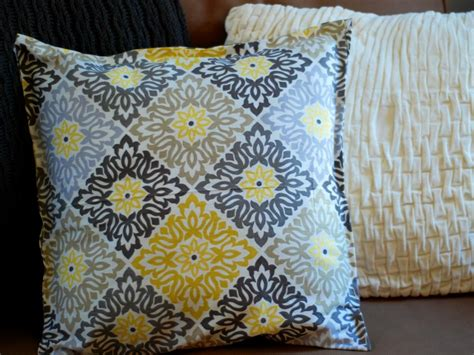 Easy Sew Pillows by Simple Sew And No Sew Pillows Cushions And Toys Diy