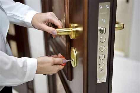 choose  lock   entrance door