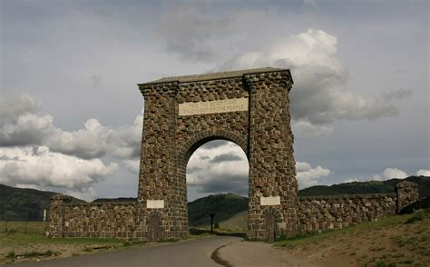 Roosevelt Arch | one day trip mammoth hot springs to bozeman and back