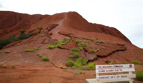 5 reasons you should not climb uluru australian traveller