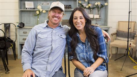 joanna gaines joanna gaines addresses rumor that she s leaving fixer
