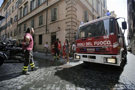 via mario dei fiori roma paura in centro incendio in via mario de fiori 1 di 6