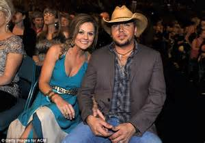 jason aldean and wife treat fans to candid q a country jason aldean smooches new wife brittany kerr during