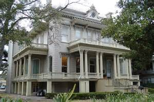 Garden district tour with lafayette cemetery