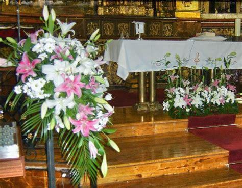 arreglo del templo para la celebracion de unm ramos de flores para celebracion