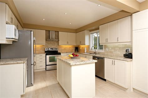 How Reface Kitchen Cabinets by Richmond Hill Cabinet Refacers