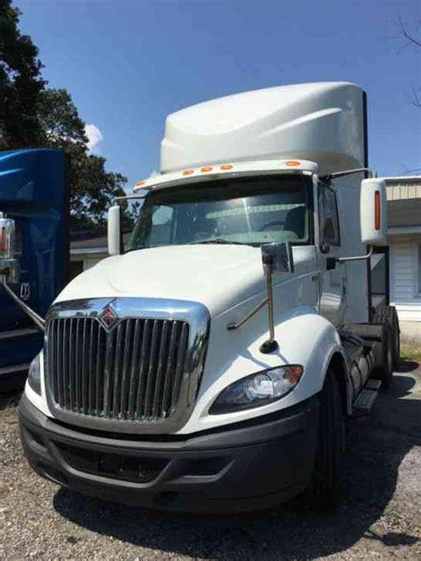 international prostar  daycab semi trucks