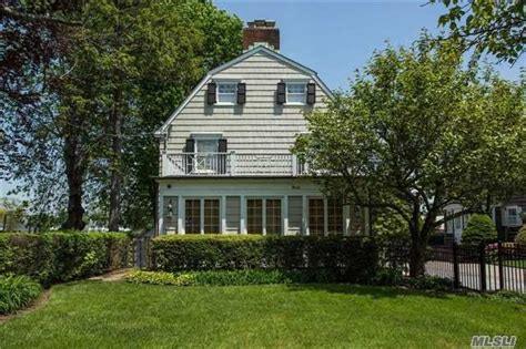 Who Owns The House House by The Amityville Horror House On The Market For 850 000