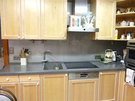 crédence en stratifié pour cuisine cuisine moderne grise et et blanche