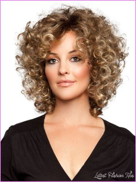 short hair cuts for curly hair on women with square jaw short hair cuts for women curly latestfashiontips com