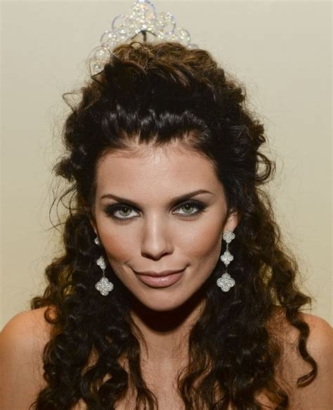 2014 hairstyles for curly hair 2014 annalynne mccord hairstyles half up half