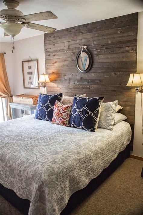 bedroom   driftwood headboard  reflecting  creativity  talent villa clubnet