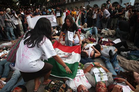 imagenes fuertes del narco en mexico econom 237 a mexicana resiste guerra contra el narco wsj