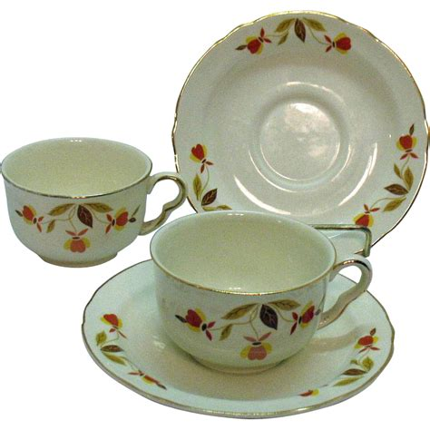 leaf pattern dinnerware set vintage two sets of jewel tea autumn leaf pattern ruffled