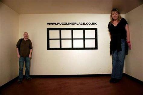 ames room illusion secret of the ames room 8 pics 1 izismile