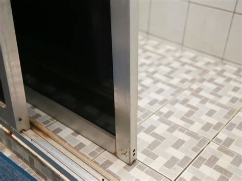 Removing Sliding Glass Door How To Remove Sliding Glass Shower Doors 6 Steps With Pictures
