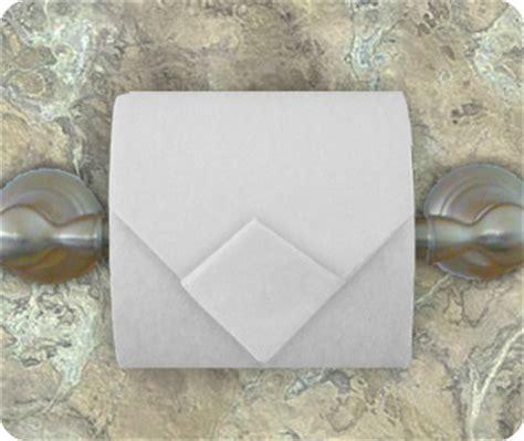 Make Your Toilet Paper Chic With Origami by トイレットペーパーで楽しむ 折り紙 簡単アレンジ Handful ハンドフル