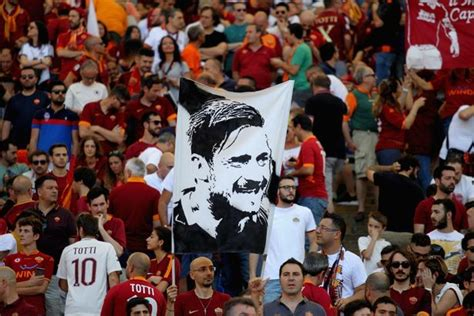Jersey As Roma Home 2017 18 Farewell Totti Edition Francesco Totti Enjoys Dramatic Goodbye As Roma Secure