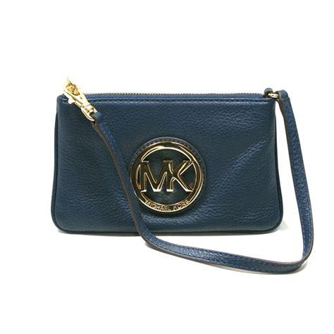 Michael Kors Fulton Wristlet michael kors fulton navy genuine leather small wristlet 38t1xftw1l michael kors 38t1xftw1l