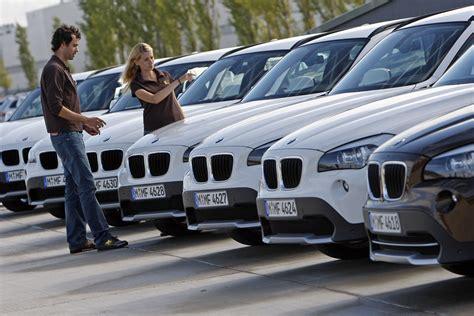Erstes Auto Kaufen by Umfrage In Welchem Alter Kaufen Sich Die Deutschen Ihr