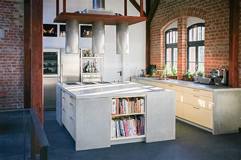 küchen dreier wandfarbe grau rot