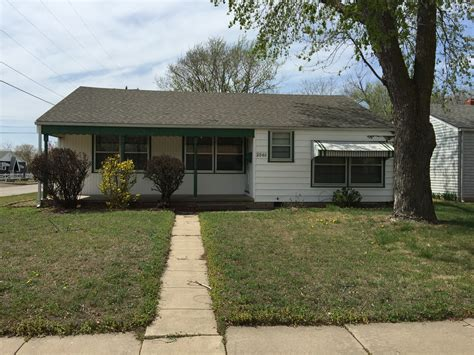 3 bedroom apartments kansas city 2561 s greenwood st wichita ks 67216 3 bedroom apartment for rent for 950 month zumper
