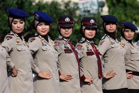 Baju Dinas Polisi polwan akhirnya kita akan melihat polwan berjilbab di