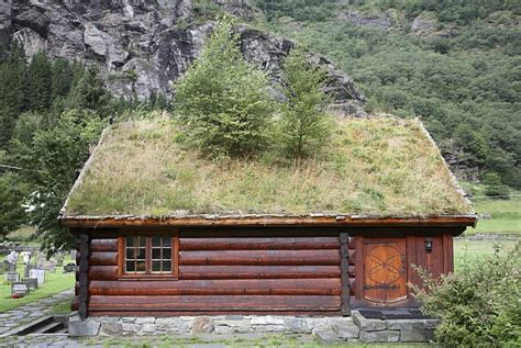 Sod Roof Cabin by Beautiful Grid Homes We 191 D Like To Live In Daily Mail