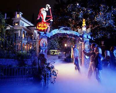 the sights of haunted mansion holiday at disneyland the navidad en disneyland par 237 s 10 noviembre 2013 6 enero 2014
