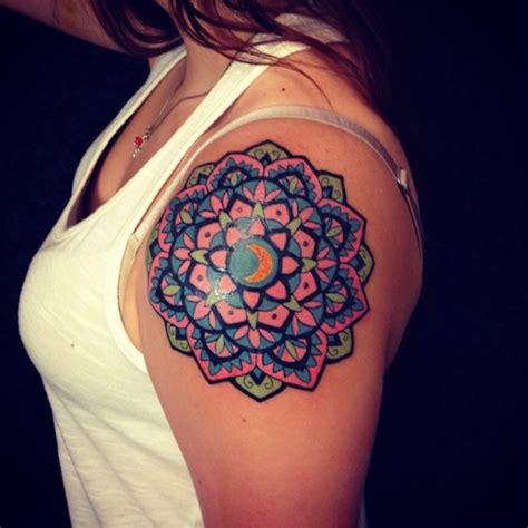 tattoo mandala epaule tatouage mandala epaule couleur