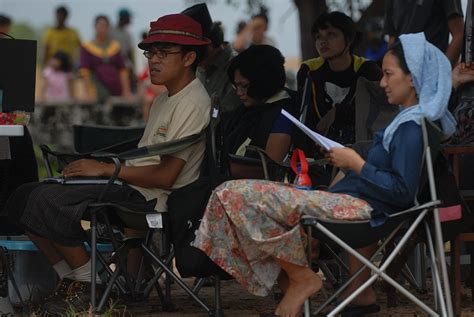 contoh resensi film laskar pelangi resensi film laskar pelangi in english movie witch