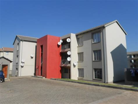 2 bedroom flat in johannesburg to rent 2 bedroom apartment for sale for sale in fleurhof home