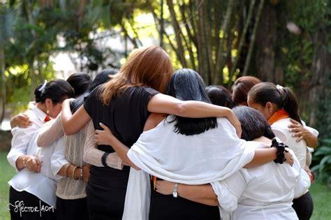 imagenes jovenes orando cuando oramos juntos
