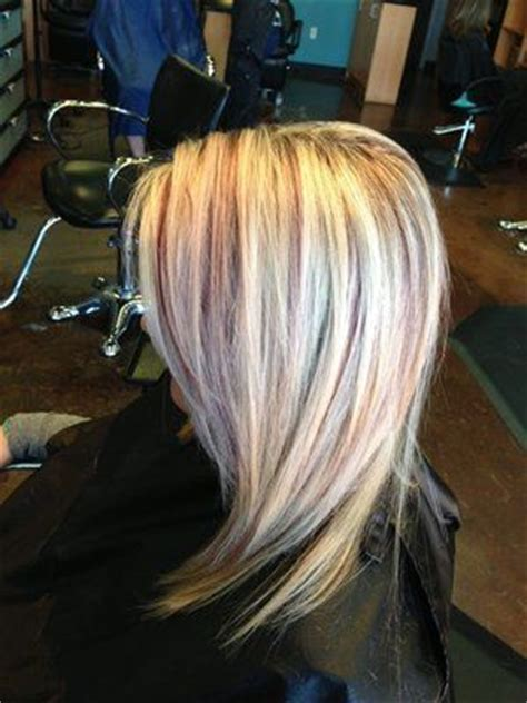 bleach blonde hair with low lights short style bleach blonde hair with burgundy highlights 1 jpg 300 215 400