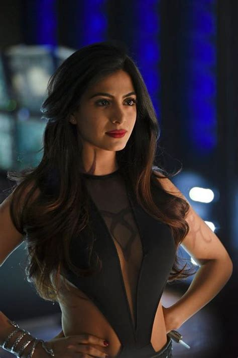 25  Best Ideas about Isabelle Lightwood on Pinterest   Dark queen, Reign hair and Reign hairstyles