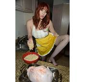 Maitland Ward Flashes As She Makes Thanksgiving Dinner In
