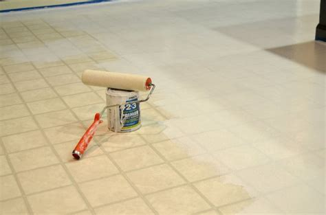 verniciare pavimento rinnovare le piastrelle pavimento tante idee creative