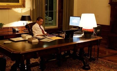 president obama oval office why is it that u s presidents don t use a computer in