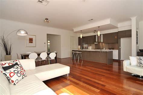 inside home decor ideas piso de madeira 25 modelos para te inspirar confira